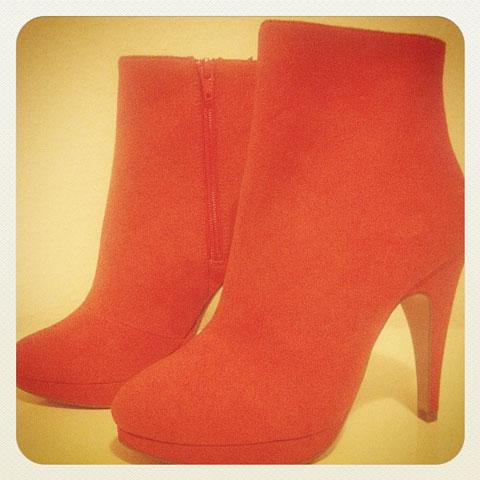 Orange-wildleder-Stiefelette