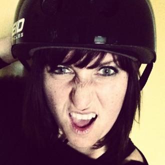 Miss Shoppingverse mit Helm2