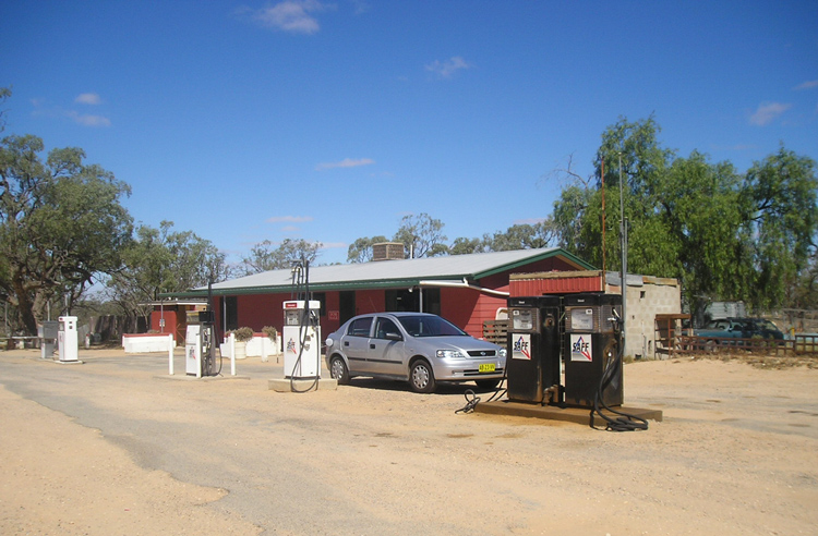 last-gas-station-before-arriving-in-broken-hill